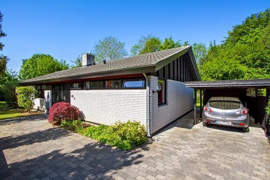 Villa på Nyvangledet i Vedbæk - Set fra vejen