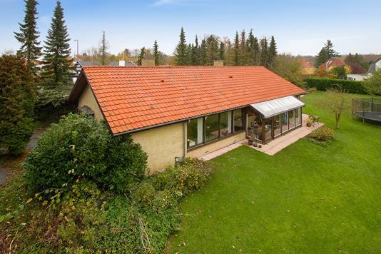 Villa på Kongevejen i Holte - Set fra haven