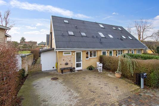 Villa på Holmekrogen i Virum - Set fra vejen