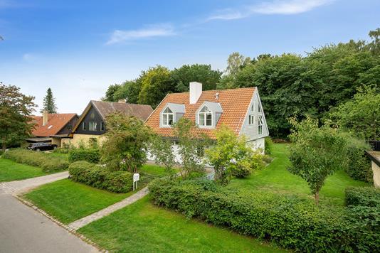 Villa på Tjørnehøj i Holte - Set fra vejen