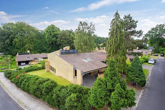 Villa på Carlsmindeparken i Holte - Ejendommen
