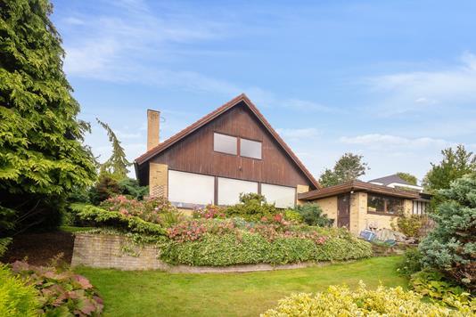 Villa på Bakkeåsen i Holte - Set fra haven