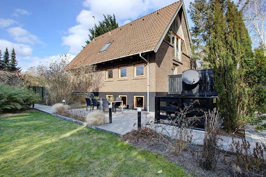 Villa på Strandmarken i Humlebæk - Ejendommen