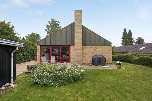 Villa på Nederste Torpenvej i Humlebæk - Ejendommen
