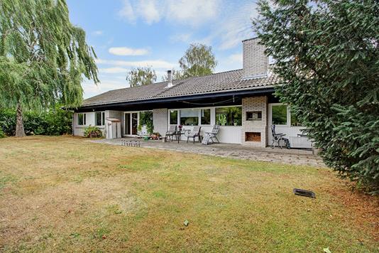 Villa på Bakkegårdsvej i Humlebæk - Ejendommen