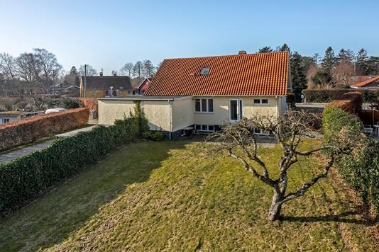 Villa på Munkerup Strandvej i Dronningmølle - Ejendommen