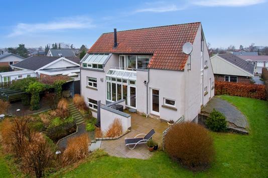 Villa på Brombærhaven i Lystrup - Ejendommen