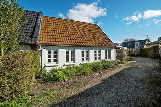 Villa på Bredkildegade i Risskov - Set fra vejen
