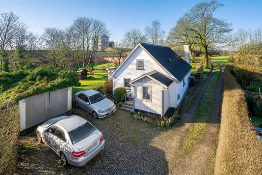 Villa på Hesselgyden i Hjortshøj - Set fra vejen