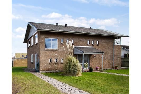 Villa på Åkrogs Strandvej i Risskov - Ejendommen