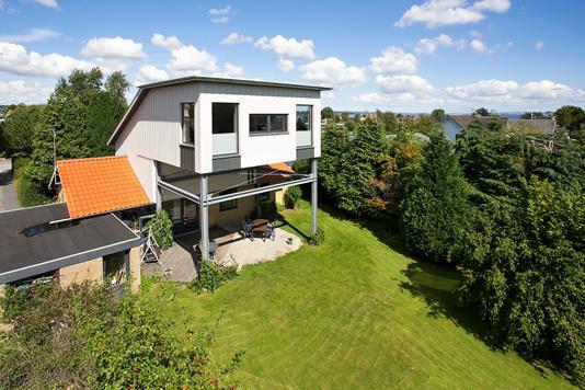 Villa på Bredkær Parkvej i Egå - Ejendommen