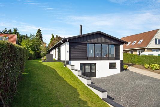 Villa på Grenåvej i Skødstrup - Ejendommen