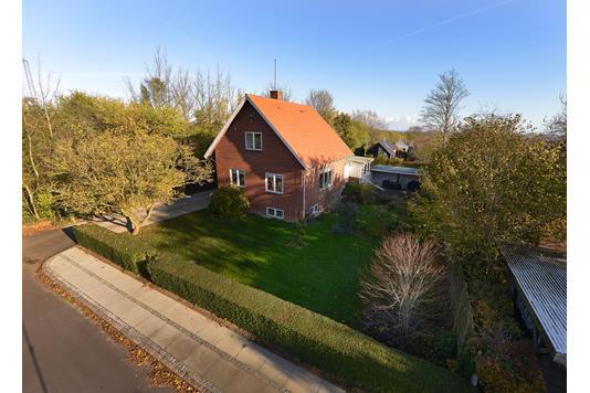 Villa på Skolesvinget i Risskov - Ejendommen