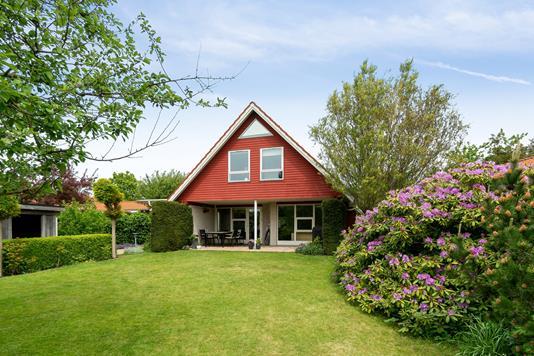 Villa på Skolevangs Allé i Risskov - Set fra haven