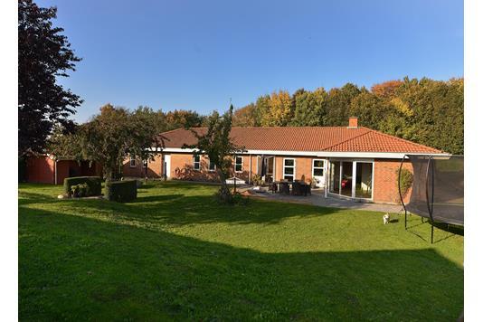 Villa på Edslevvej i Hørning - Ejendommen