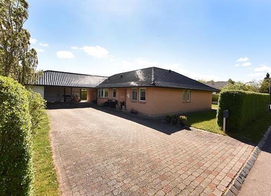 Villa på Overskovvej i Hørning - Indkørsel