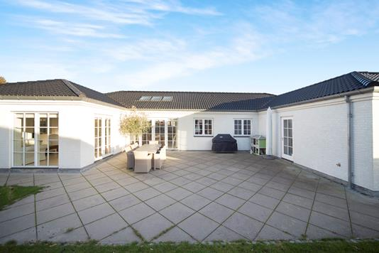 Villa på Strandbakken i Dragør - Ejendommen