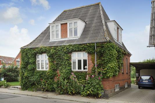 Villa på Kirkegade i Hirtshals - Ejendommen