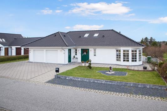 Villa på J Weinkouffsvej i Hirtshals - Ejendommen