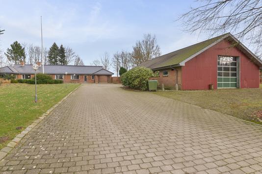 Villa på Rodelundvej i Them - Ejendommen