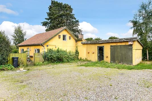Villa på Asklevvej i Them - Ejendommen
