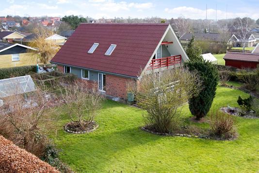 Villa på Rugvænget i Høng - Ejendommen