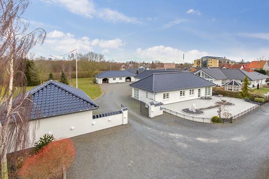 Villa på Trekanten i Slagelse - Set fra vejen