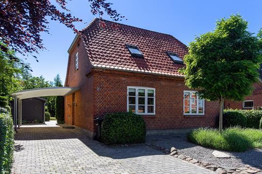 Villa på Sorøvej i Fuglebjerg - Set fra vejen