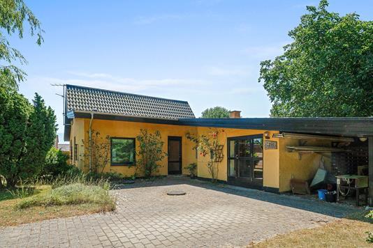 Villa på Drøsselbjergvej i Slagelse - Set fra vejen