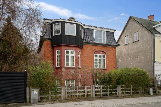 Villa på Kalundborgvej i Slagelse - Set fra vejen