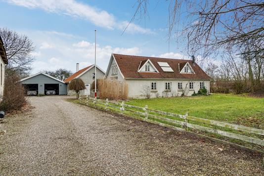 Landejendom på Kalundborgvej i Slagelse - Set fra vejen