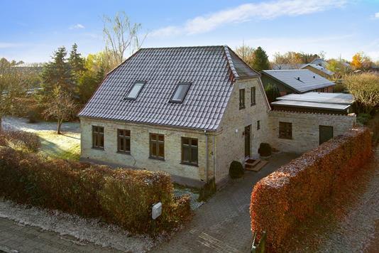 Villa på Finderupvej i Høng - Set fra vejen