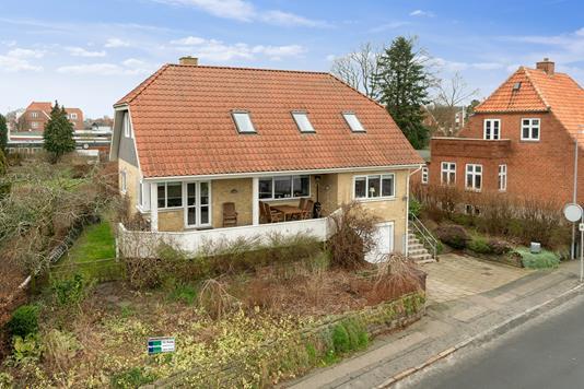 Villa på Møllevej i Høng - Set fra vejen