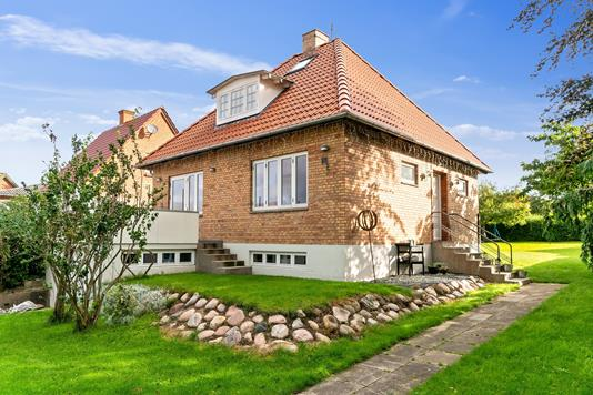 Villa på Nyvej i Høng - Set fra vejen