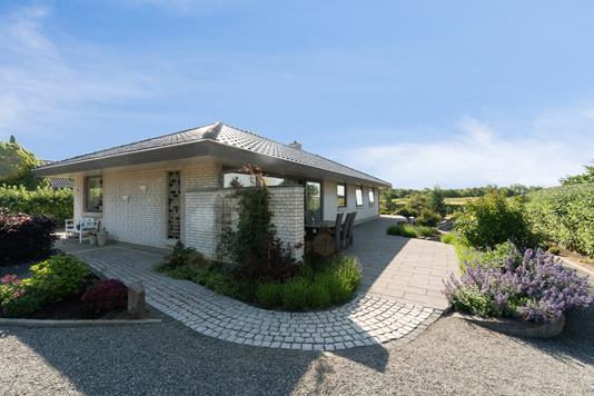 Villa på Korsbækvej i Gørlev - Set fra haven