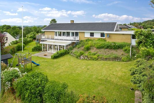 Villa på Bakkekammen i Asnæs - Set fra haven