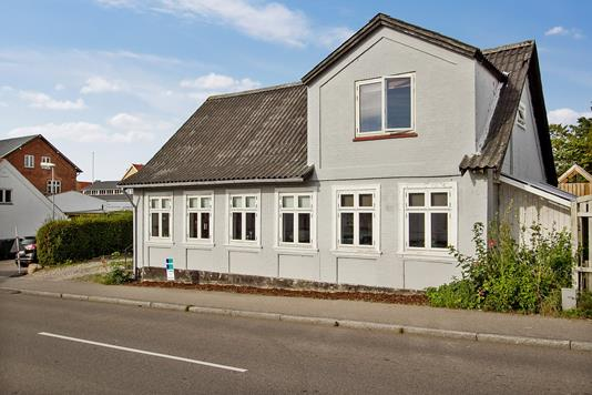 Villa på Rødhøj i Asnæs - Set fra vejen
