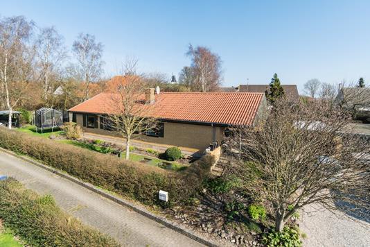 Villa på Solvænget i Asnæs - Set fra vejen