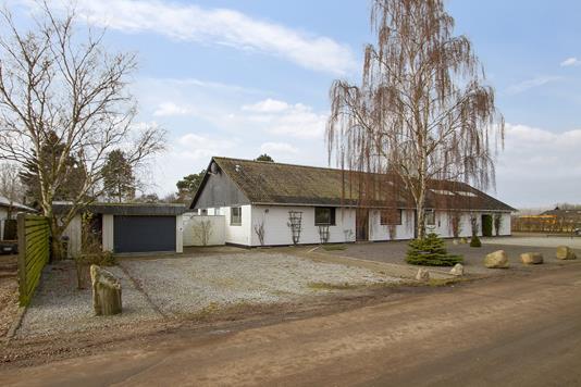 Villa på Højgårdsvej i Fårevejle - Set fra vejen