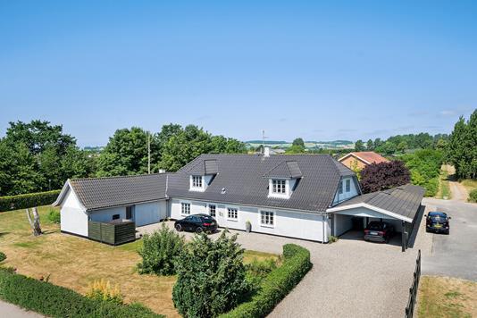 Villa på Tuborgvej i Fårevejle - Set fra vejen