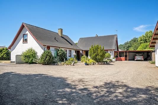 Villa på Adelers Alle i Fårevejle - Set fra vejen