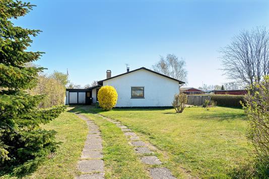 Villa på Hybenvej i Fårevejle - Set fra vejen