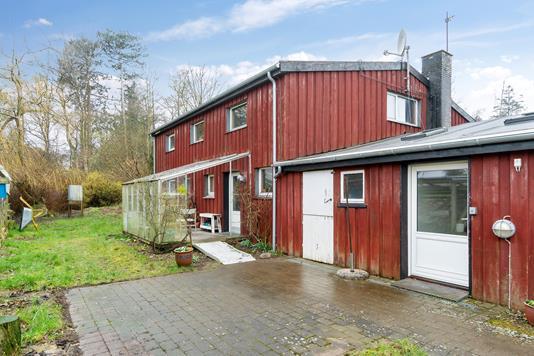 Villa på Strandgårdsvej i Fårevejle - Set fra vejen