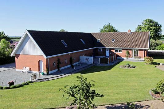 Villa på Krættrupvej i Sæby - Ejendommen