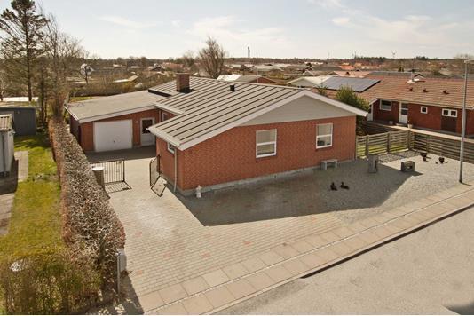 Villa på Bakkevej i Sæby - Ejendommen