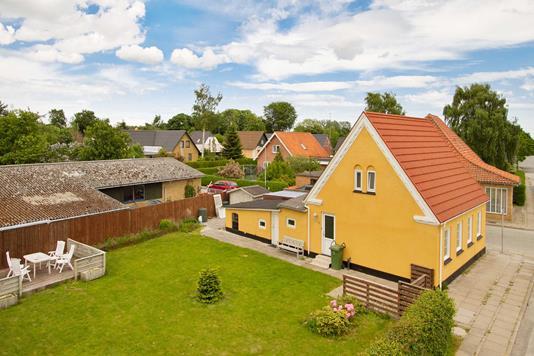 Villa på Hybenvej i Sæby - Ejendommen