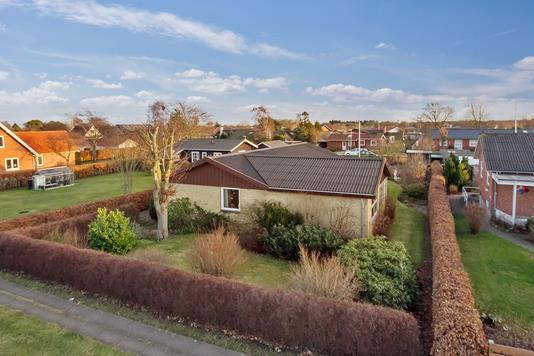 Villa på Elmevang i Sæby - Ejendommen