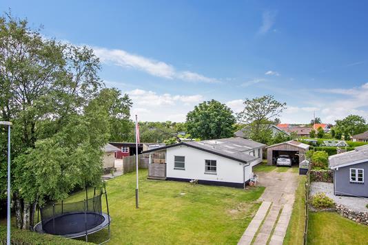 Villa på Østeralle i Sæby - Set fra vejen