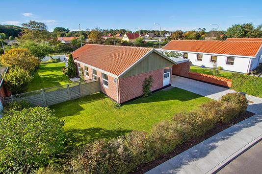 Villa på Chr. Rhuusvej i Sæby - Ejendommen