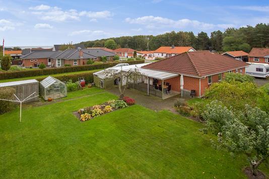 Villa på Sadelmagervej i Sæby - Set fra haven